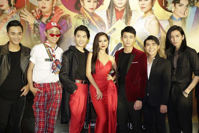 Le Giang cung con gai Le Loc mung Nam Thu ra mat phim moi