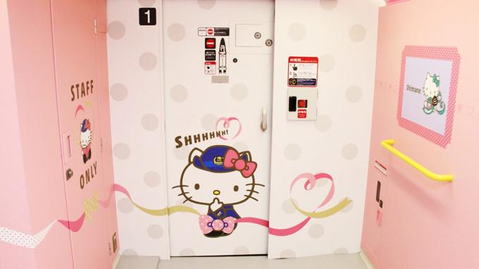 Chuyến tàu Hello Kitty đưa hành khách lạc vào thế giới thần tiên - ảnh 5