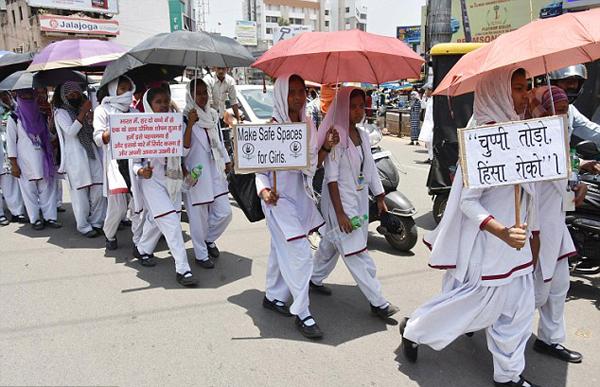 Nữ sinh Ấn 15 tuổi tố cáo bị bạn cùng lớp và các giáo viên hiếp - ảnh 1