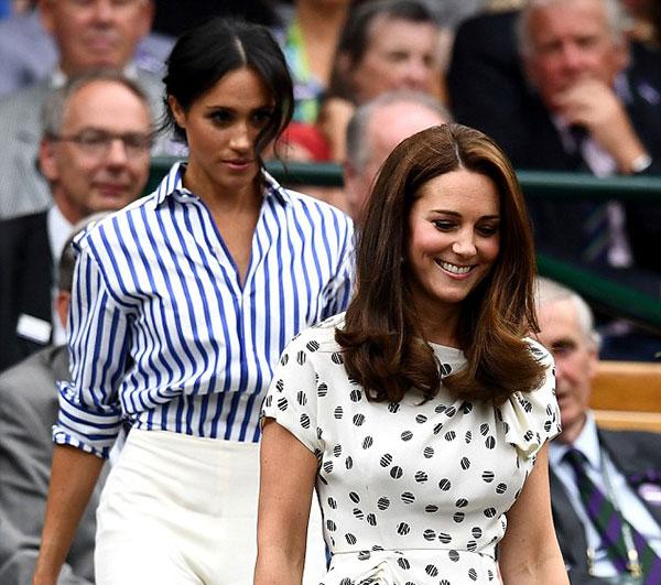 Kate và Meghan cùng đi vào box dành riêng cho thành viên hoàng gia ở giải Wimbledon. Ảnh: AFP.