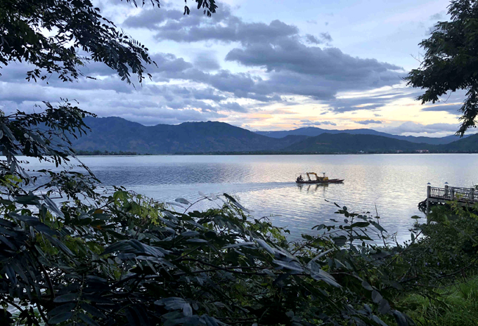 Hồ Lắk bình yên thơ mộng giữa lòng Tây Nguyên