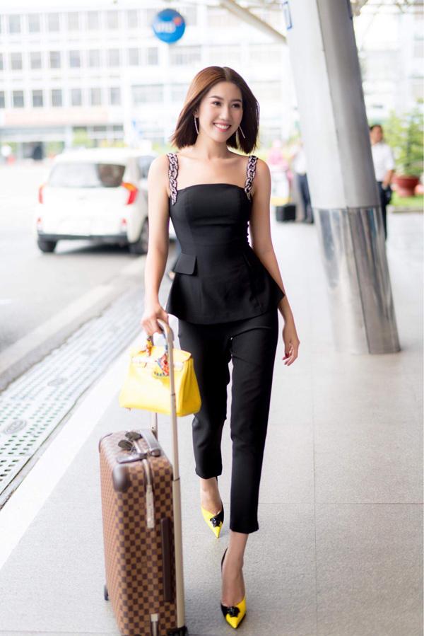 Thúy Ngân vừa lên đường đi Đà Nẵng cùng đoàn phim Gạo nếp gạo tẻ giao lưu với khán giả các tỉnh miền Trung.