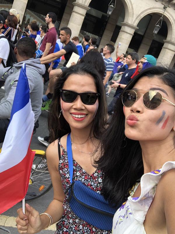 Trang La va chong dai gia xuong duong mung Phap vo dich World Cup