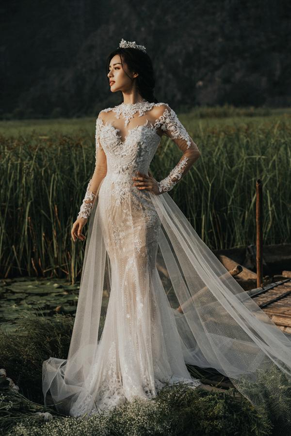 Khánh Linh The Face vừa trở thành nàng thơ, giới thiệu bộ sưu tập váy cưới mới nhất của nhà thiết kế Phạm Đăng Anh Thư.