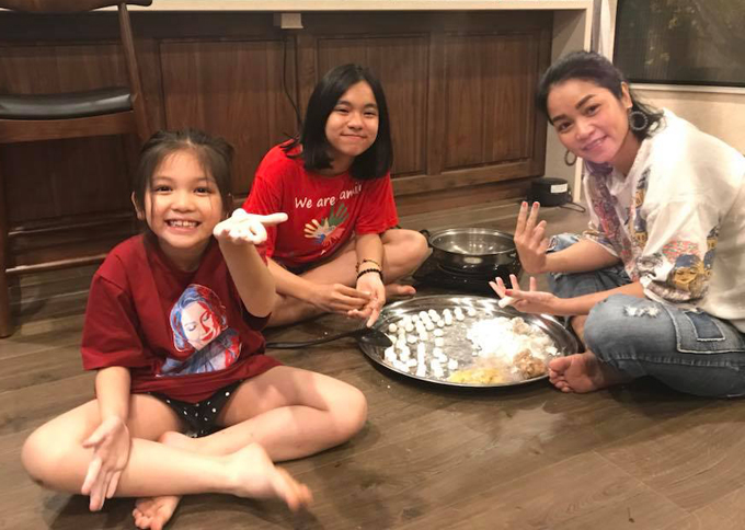 Hai con gái của Xuân Nhị và Quốc Bình năm nay 12 tuổi và 7 tuổi.