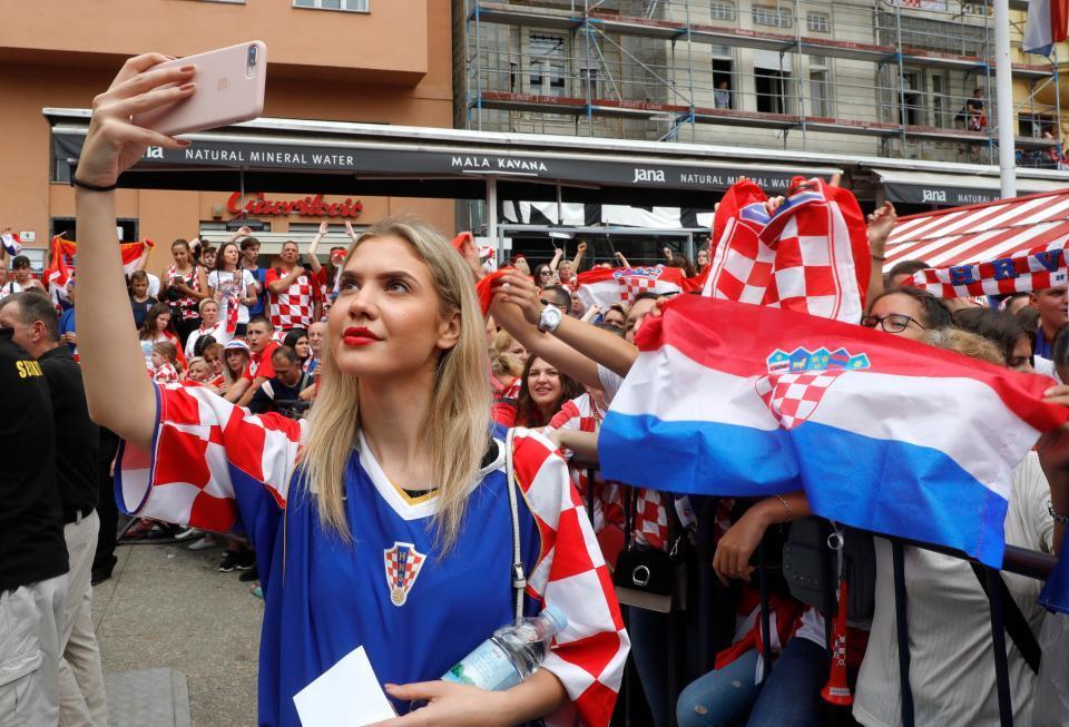 Tuyển Croatia được chào đón như người hùng khi trở về