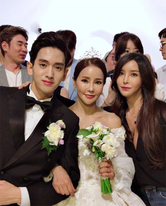 Harisu dự đám cưới của đồng nghiệp Shim Mina hôm đầu tháng 7.
