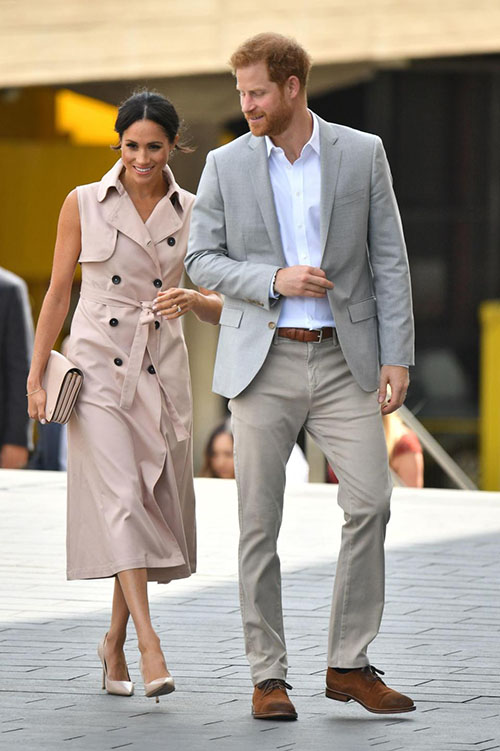 Chiều 17/7, vợ chồng Hoàng tử Harry sánh vai nhau tới dự triển lãm tưởng nhớ cựu tổng thống Nam Phi Nelson Mandela tại Southbank Centre, trung tâm thủ đô London.