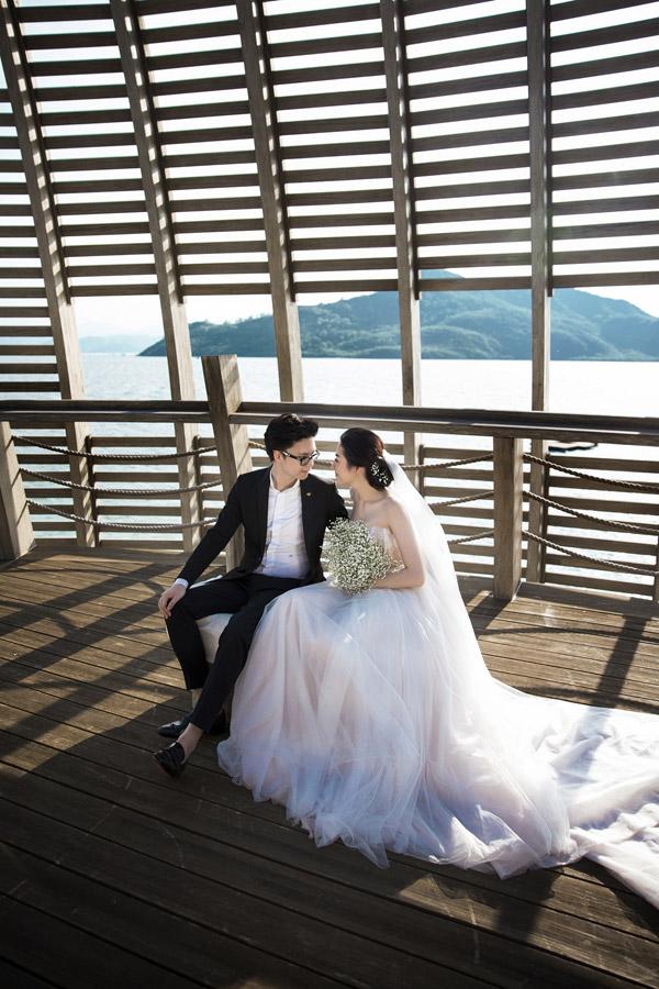 Ảnh cưới lãng mạn của Á hậu Tú Anh và hôn phu kém một tuổi - 4