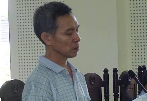 Nguyễn Hữu Sơn nghe tòa tuyên án.