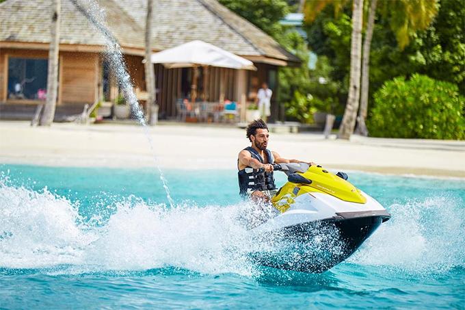 Gạt sang một bên nỗi buồn vì thất bại của tuyển Ai Cập ở World Cup 2018, Mohamed Salah đang tận hưởng những ngày nghỉ vui vẻ ở một vùng biển chưa được tiết lộ.