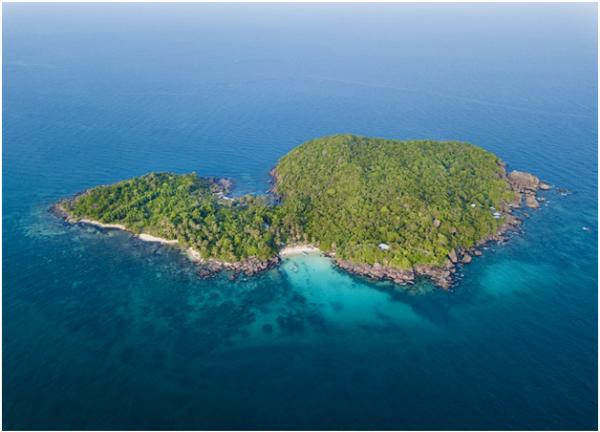 Cáp treo nối thị trấn An Thới qua các đảo Hòn Dừa, Hòn Rỏi và Hòn Thơm. Sản phẩm mới của Tập đoàn Sun Group đem đến cho du khách cơ hội ngắm nhìn toàn cảnh Phú Quốc từ trên cao.