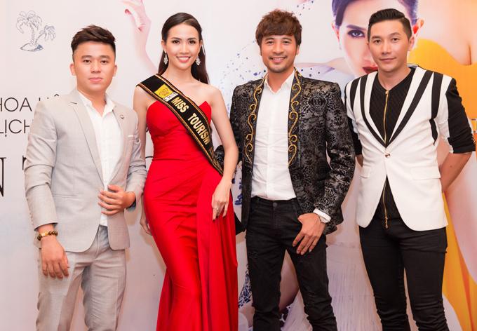 Ảo thuật gia Phạm Hồng Minh (ngoài cùng bên trái), diễn viên Đoàn Thanh Tài (thứ ba từ trái qua) và người mẫu Nam Phong (ngoài cùng bên phải) là bạn bè, đồng nghiệp thân thiết với Phan Thị Mơ.