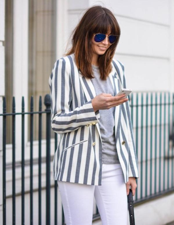 Sau cuộc lên ngôi ngoạn mục của mẫu áo blazer ca rô là sự xuất hiện của xu hướng áo khoác kẻ sọc.