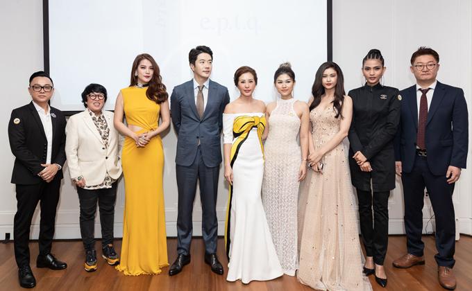 Kwon Sang Woo chụp ảnh cùng Hoa hậu Thu Hoài và dàn sao Việt. Do công việc tại Hàn Quốc khá bận rộn nên anh phải về nước ngay sau đêm tiệc.