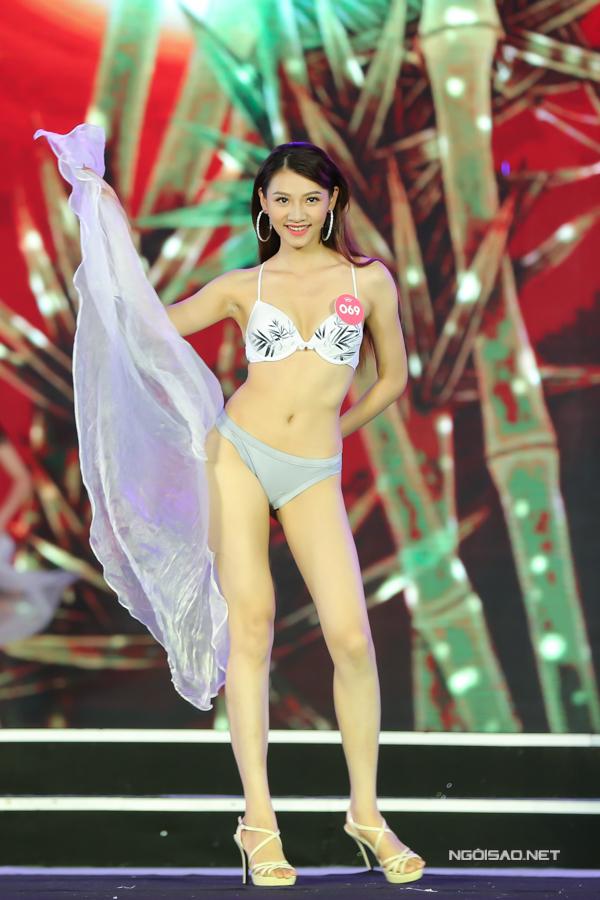 Thí sinh miền Bắc Hoa hậu VN trình diễn bikini (2) - 2