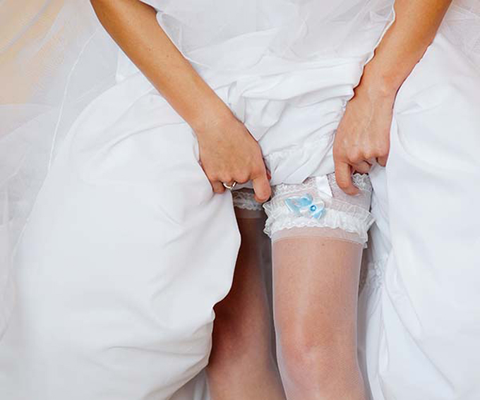 wedding-dress-shopping-0000-3-2850-6901-1532340831.jpg