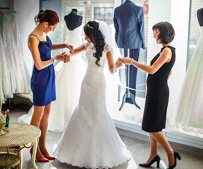 wedding-dress-shopping-0003-2-3603-4341-1532340831.jpg