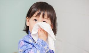 Không lạm dụng kháng sinh trị bệnh viêm hô hấp trên cho trẻ