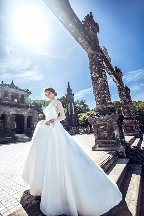 Khi chụp hình ở Ứng Lăng, cặp sắp cưới cần lưu ý tình hình thời tiết và cần chuẩn bị giày dép đế thấp để thay thế nếu mệt.