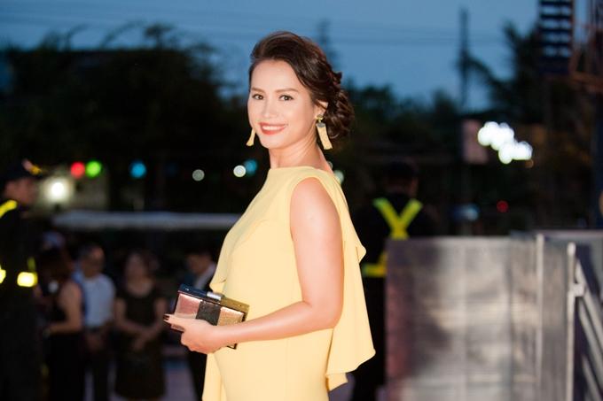 Hoa hậu Ngọc Khánh: Vợ chồng tôi không đặt nặng chuyện con cái