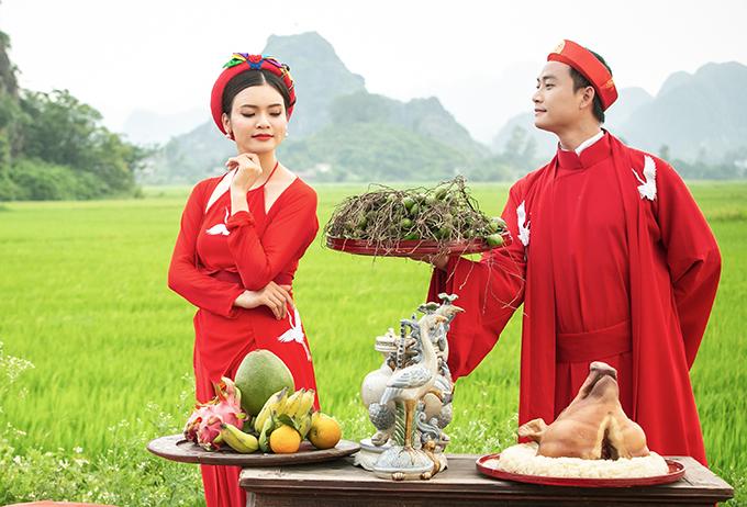Ca sĩ Phạm Phương Thảo được diễn viên Tiến Lộc cầu hôn giữa cánh đồng 4