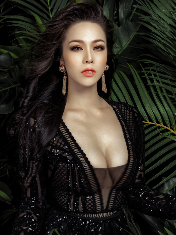 Bộ ảnh được thực hiện với sự hỗ trợ của Makeup: Hùng Việt, Hair: Hồ Liên, Pu Cun, Photo: Fynz, Fashion: Trend Ladys.