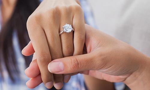 4 nguyên tắc cô dâu cần nhớ khi vệ sinh nhẫn cưới