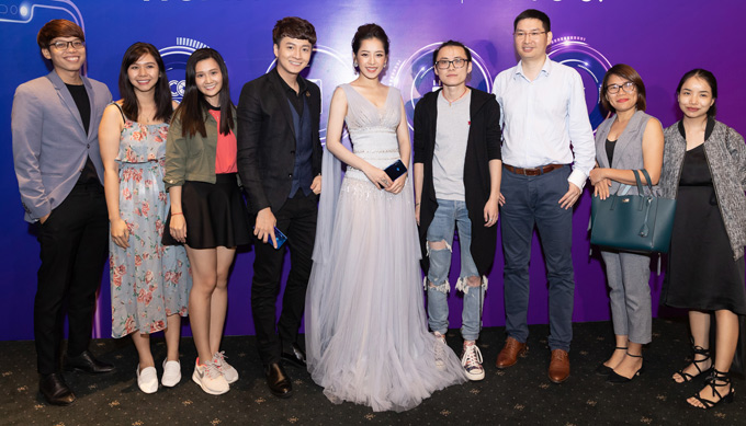 Giọng ca Đóa hoa hồng hội ngộ đồng nghiệp Ngô Kiến Huy và bạn bè, khán giả tại sự kiện.