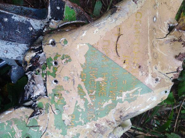 Mảnh vỡ của chiếc Su-22 được tìm thấy tại hiện trường. Ảnh: CTV.
