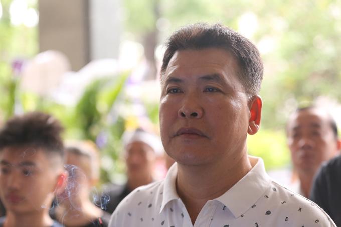 Hữu Nghĩa đau lòng khi người đồng nghiệp thân thiết ra đi quá sớm. Gần 30 năm trước, Hữu Nghĩa từng làm phù rể trong đám cưới Thanh Hoàng.