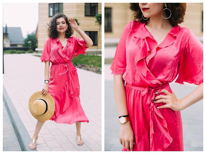 Kết hợp cùng kiểu váy vạt quấn hot trend là chi tiết cổ áo điệu đà theo đúng trào lưu thịnh hành.