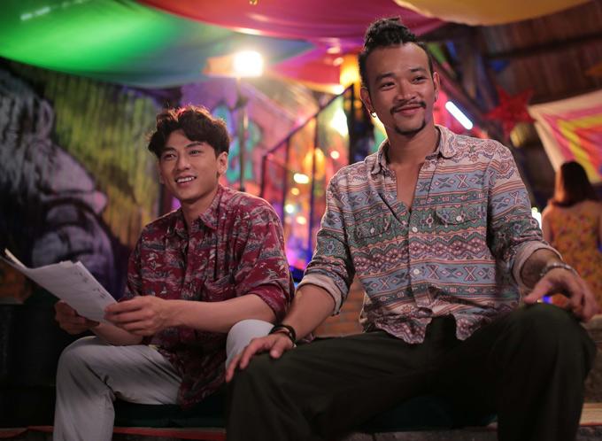 [Caption]Trong khi những bộ phim ca nhạc Hollywood như Mamma Mia, The Greatest Show Man, La la land... đều tạo thành những cơn sốt tại các rạp chiếu toàn thế giới, khiến khán giả phát cuồng, thì điện ảnh Việt Nam chưa thực sự có bộ phim ca nhạc nào có thể khiến khán giả thỏa mãn. Vì vậy, không quá lời khi khẳng định, Mùa Viết Tình Ca - bộ phim ca nhạc hiếm hoi của điện ảnh Việt đến từ NSX Live On, NSX Lý Minh Thắng, đạo diễn Thắng Vũ dự kiến khởi chiếu đầu tháng 9/2018 sẽ là bữa tiệc âm nhạc mạo hiểm nhất của màn ảnh rộng năm 2018.