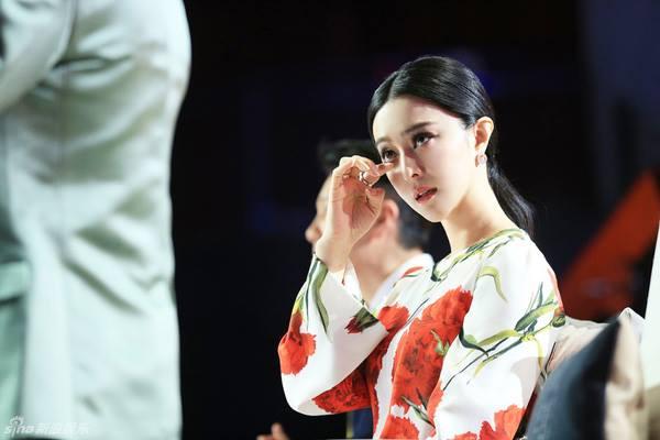 Phạm Băng Băng khóc khi tham gia một chương trình truyền hình thực tế vào năm 2015.