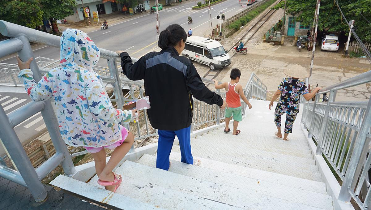 Cầu vượt bắc qua đường sắt gây tranh cãi ở Thanh Hóa