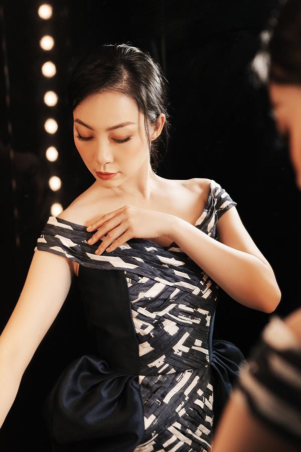 Chắt lọc nhữnggiá trị cao cấp của dòng thời trang couture, kỹ thuật nhuộm, đan, sơn màu cũng được Phương My áp dụng cho bộ sưu tập mới.