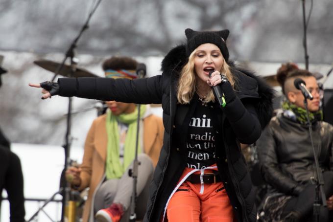 Tích cực vận động và ăn uống lành mạnh là chìa khóa để Madonna giữ gìn sức khỏe và ngoại hình.