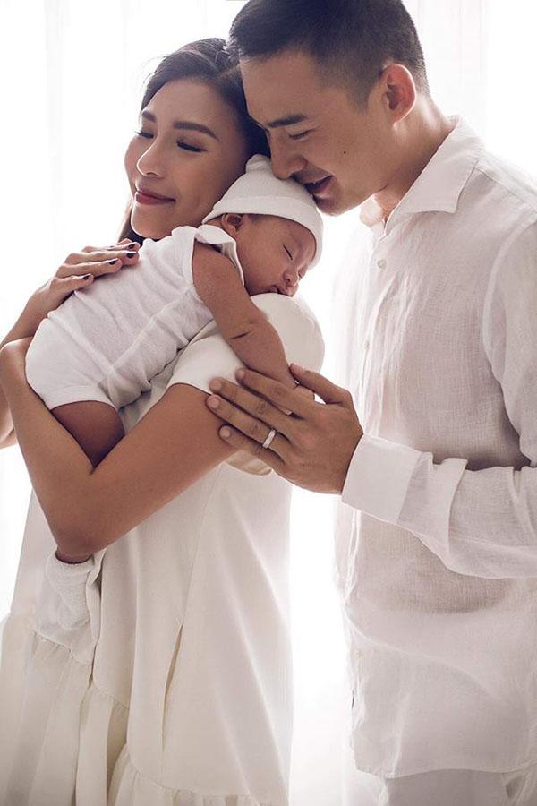 Lương Thế Thành hiện vẫn chưa trở lại với công việc diễn xuất để dành trọn thời gian giúp vợ chăm sóc con trai.