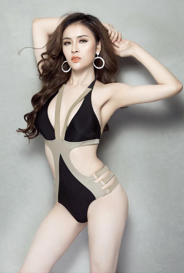 Thư Dung mới 23 tuổi nhưng có kinh nghiệm chinh chiến, gặthái thành tích caoở nhiều cuộc thi trong vàngoài nước. Cô từng đoạt Hoa hậu sắc đẹp hoàn mỹ toàn cầu 2017, Á quân Người mẫu Thời trang Việt Nam 2017 và Á hậu Miss Eco International 2018.