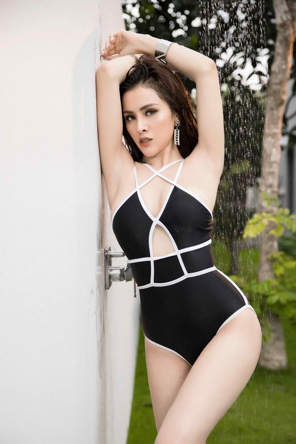 Người đẹp quê Hà Giang sở hữu hình thể sexy, làn da trắng mịn nuột nà. Cô tự tin khoe ba vòng lý tưởng trước ống kính.