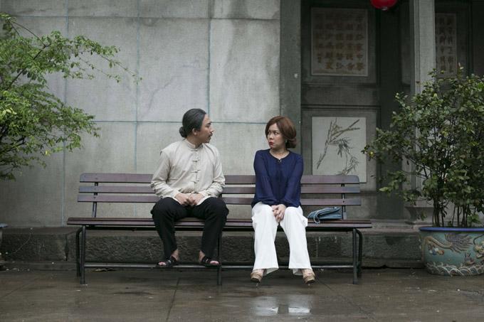 Trong phimnam MC vào vai ông Tám, một thầy thuốc Đông y sống tình cảm, tính cách hơi sến và có một vài kỹ năng rắc thính. Ông một lòng say đắm bà võ sư Hoa (Việt Hương đóng) trong thời gian dài nhưng lại rụt rè không chịu thổ lộ.
