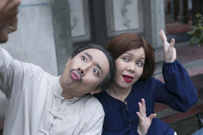 Nam MC còn dí dỏm nói: Đóng phim này tôi áp lực chứ, vì phải diễn chung với nữ nghệ sĩ điềm đạm nhất Sài Gòn.