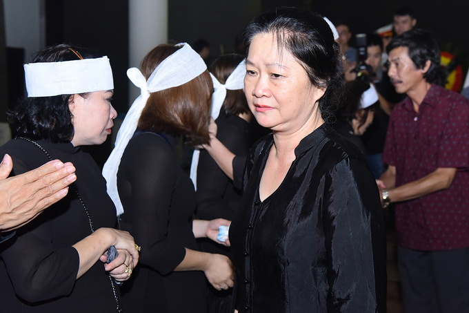 NSƯT Diệu Thuần là đồng môn khóa 2 trường Điện ảnh Việt Nam của cố nghệ sĩ. Cô và NSƯT Bùi Cường chưa từng đóng phim chung nhưng đã hợp tác với nhau trong nhiều vở kịch.