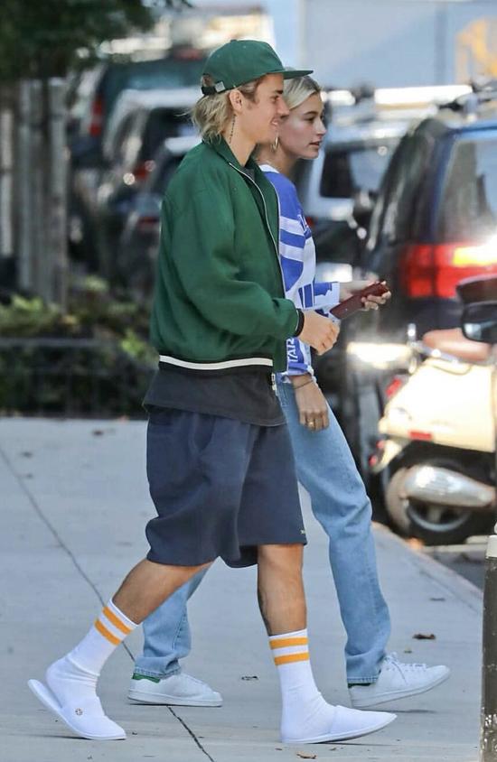 Justin dường như có thể đi khắp thế gian với vợ sắp cưới bằng đôi dép êm ái nhẹ như không này.