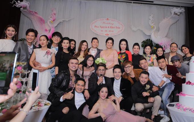 Đông đảo nghệ sĩ showbiz dự đám cưới con gái Hồng Vân tại TP HCM.