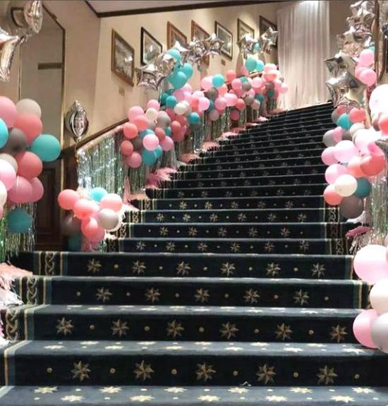 Buổi tiệc được decor cầu kỳ, với gam màu hồng đặc trưng cho các bé gái.