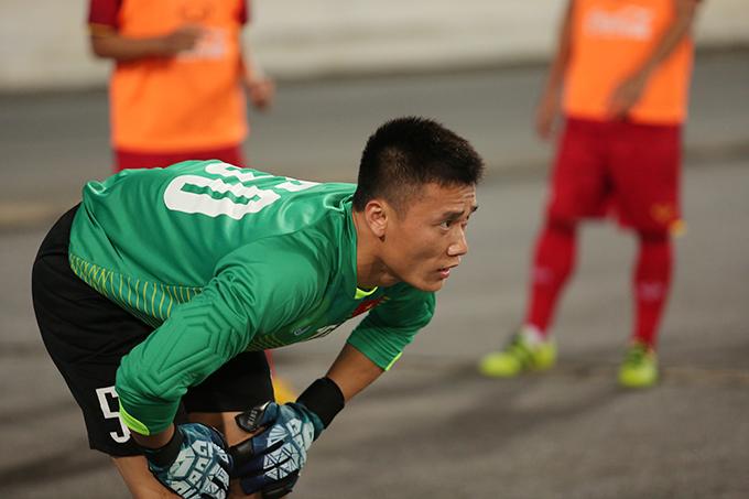 Ở trận đầu tiên găp U23 Palestine, Tiến Dũng không có tên trong danh sách thi đấu. Sang trận gặp U23 Oman, anh bắt chính cả trận và Olympic Việt Nam giành chiến thắng 1-0.