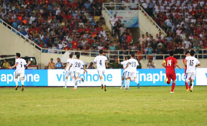 Ngay đầu hiệp hai, Bùi Tiến Dũng được HLV Park Hang-seo tung vào sân thay cho Văn Hoàng. Tuy nhiên,anh phải nhận bàn thua ở phút 66 sau pha dứt điểm bồi của cầu thủTukhtasinov ben phía U23 Uzbekistan ở cự ly gần.