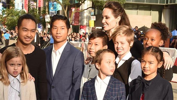 Angelina tạm thời được quyền nuôi 6 người con. Brad chỉ có quyền thăm nom.