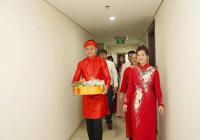 Ông xã tương lai của cựu hot girl tênTrần An Tân, 29 tuổi.Anh từng du học nước ngoài và đang làm cho một công ty về bất động sản tại TP HCM. Ngoài ra, anh cònhỗ trợ công việc kinh doanh của gia đình.